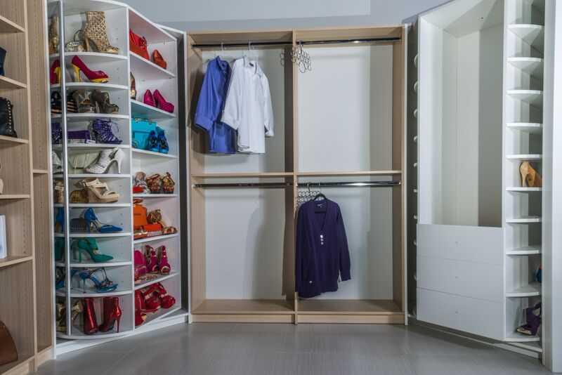 Revolving closet organizer
